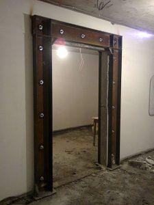 Делаем дверной проём в стене