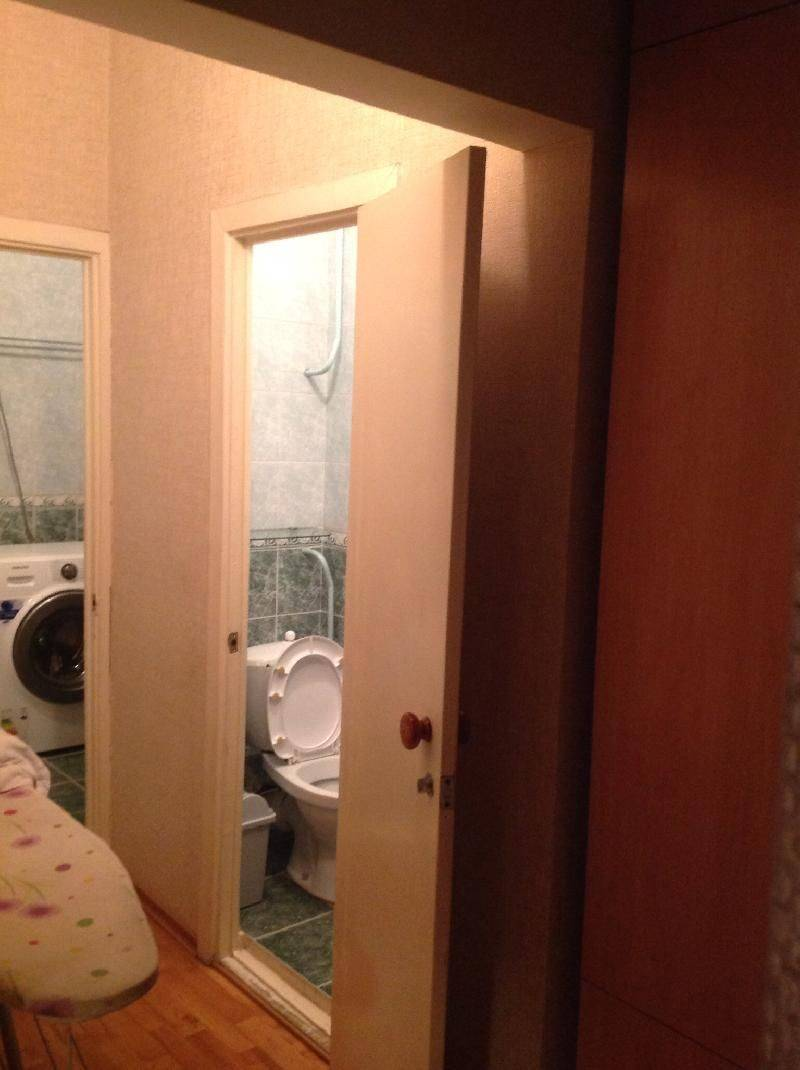 Дверь в туалет в панельном доме