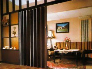 Установлены двери типа гармошка