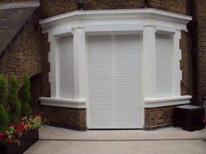 Установлены рольставни на двери и окна