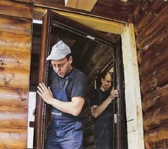 Установка дверной коробки в деревянном доме
