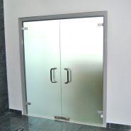Алюминиевые двухстворчатые двери