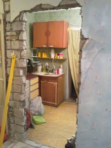 Пробиваем стену для дверного проёма