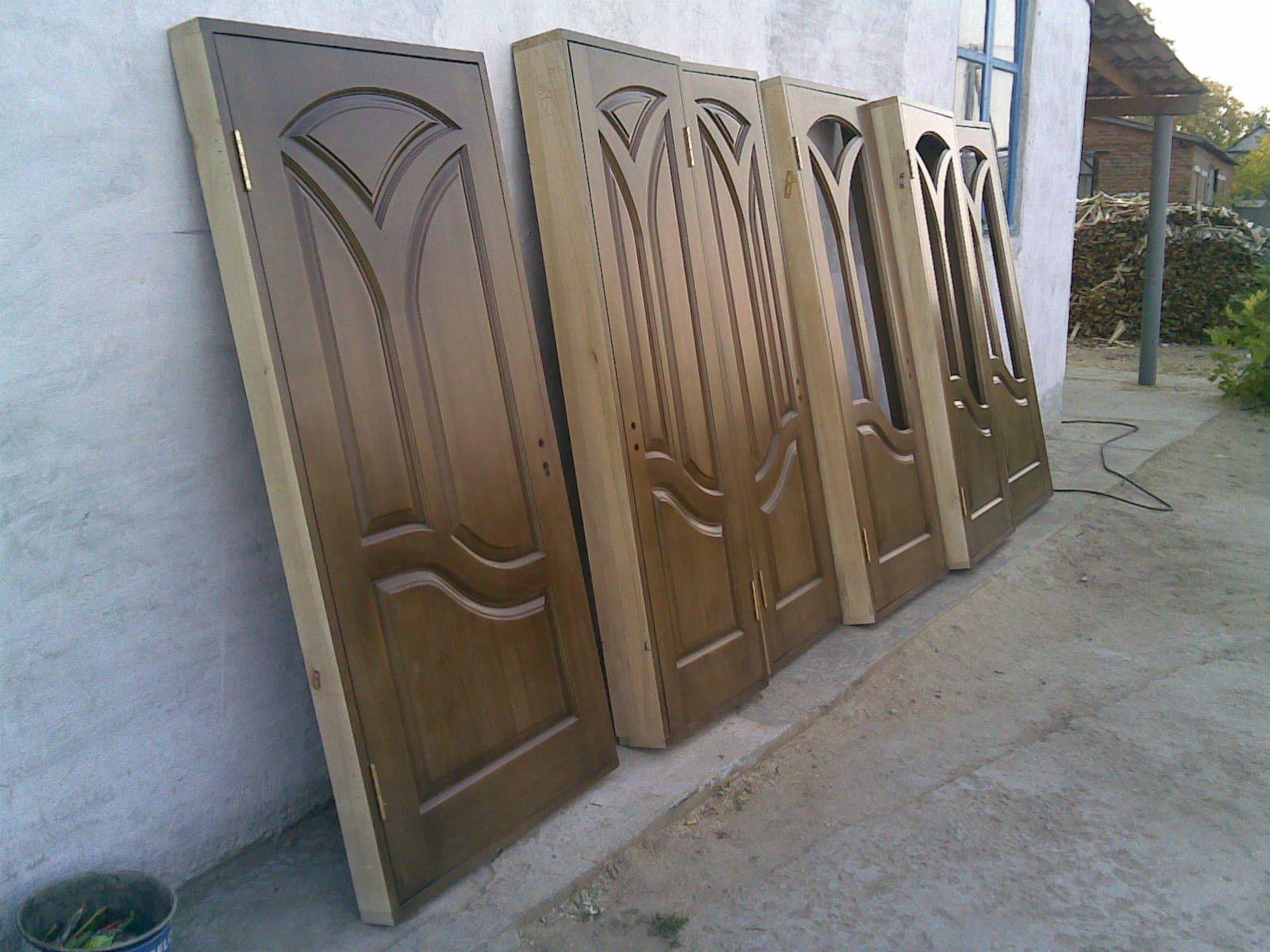 Лакировка деревянных дверей