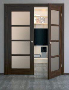 Распашные деревянные двери