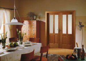 Двойные двери в комнате