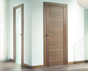 Деревянные двери в туалет