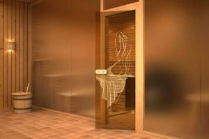 Стеклянные двери на входе в сауну