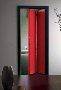 Установлены двери-гармошка
