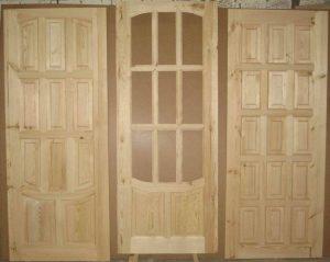 Разновидности сосновых дверей
