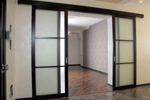 Установлены двери раздвижные двухстворчатые