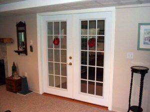 Двойные стеклянные двери