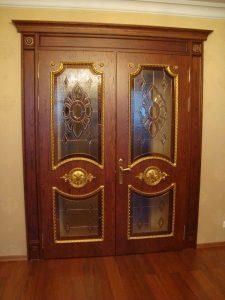Установлена двустворчатая дверь