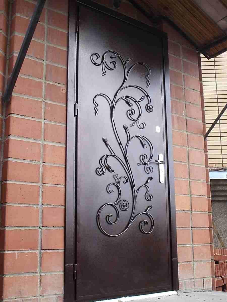 Выбираем кованые двери