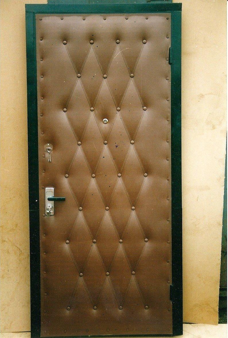 Обшиваем металлическую дверь дерматином