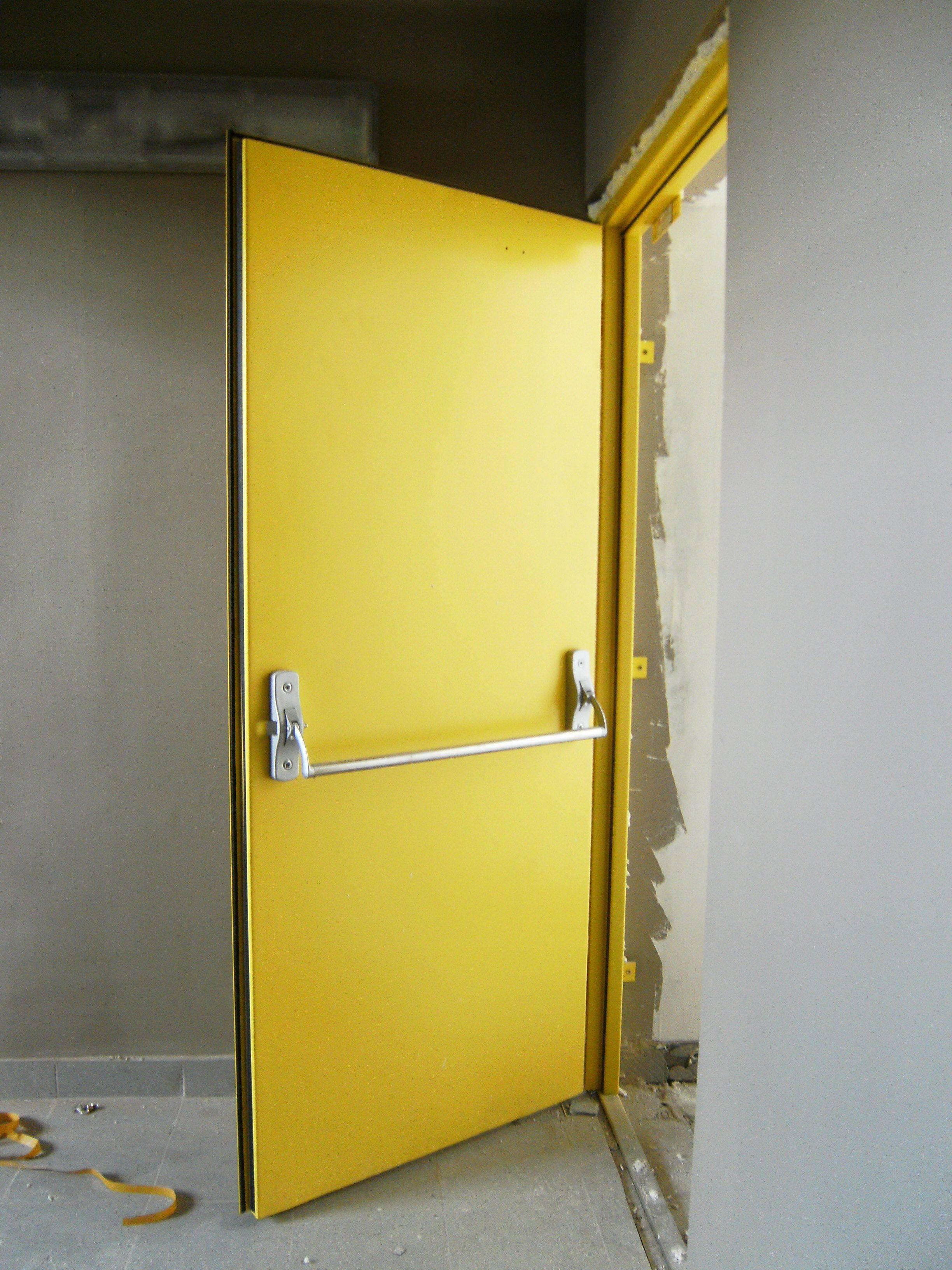 Противопожарные металлические одностворчатые двери