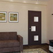 Темная дверь и коричневый пол