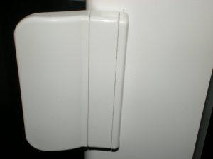 Защёлка на пластиковую дверь