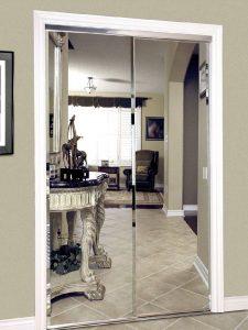 Установлены зеркальные межкомнатные двери