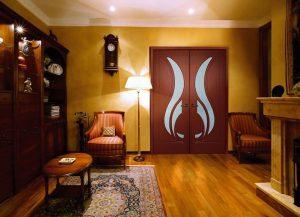 Установлены шпонированные двери