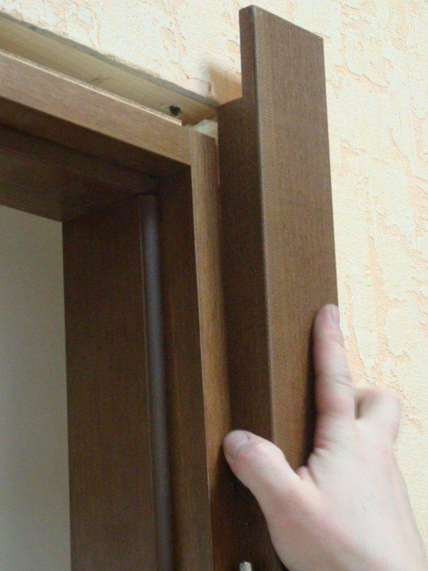Установка наличника на двери