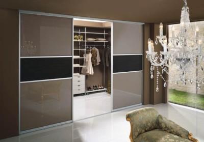 Стеклянные раздвижные двери в гардеробную