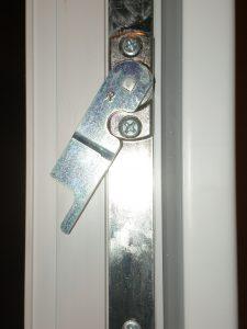 Настройка прижима створок балконных дверей