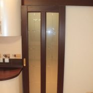 Раздвижные двери со стеклом в кухню
