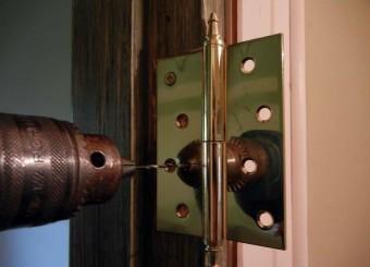Установка петель на межкомнатные двери